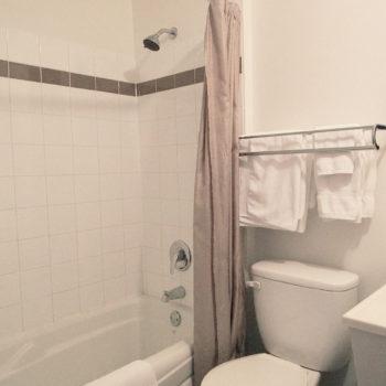 Motel La Source chambre 24 salle de bain