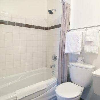 Motel La Source Chambre 23 salle de bain
